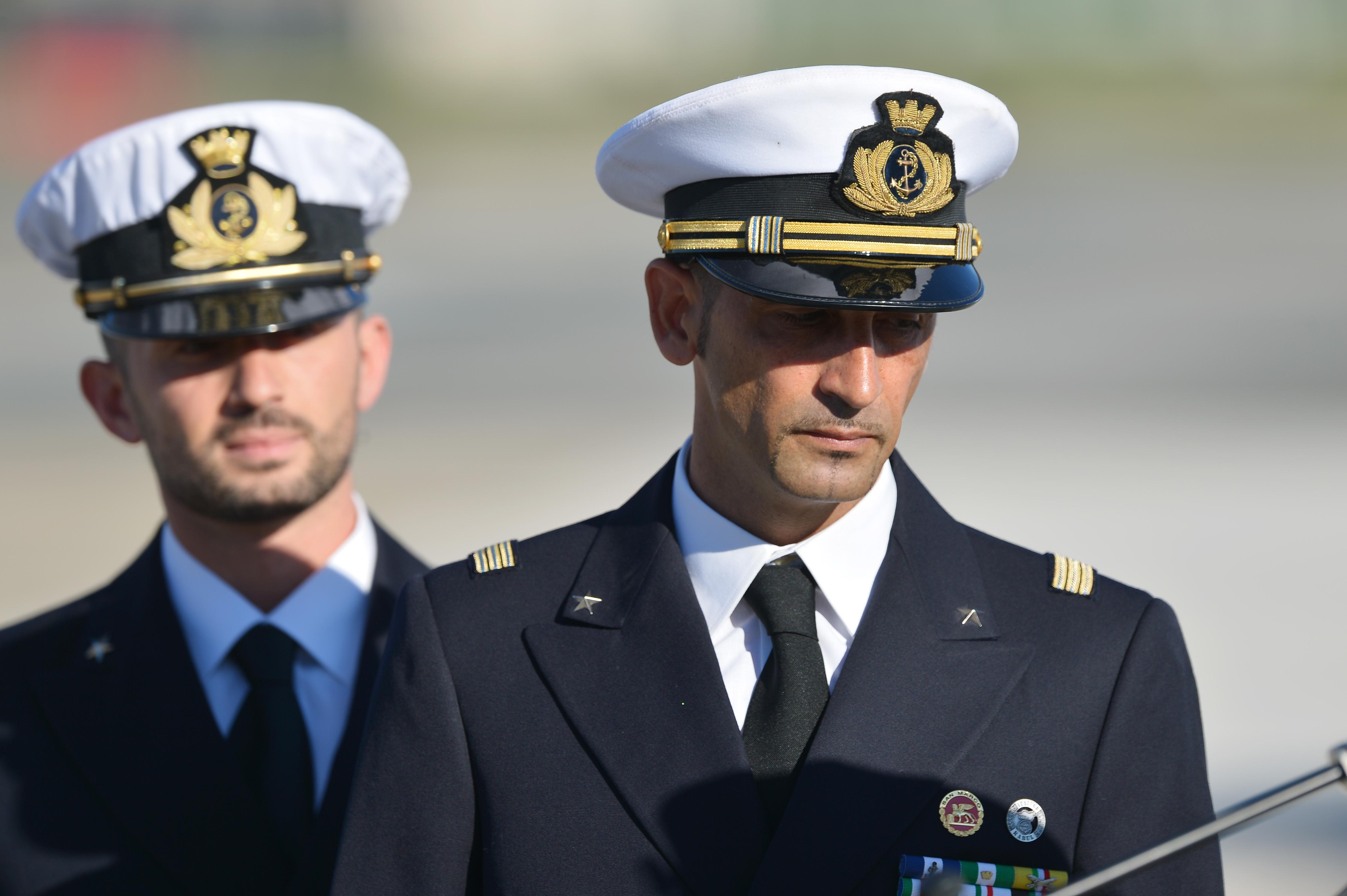 Due uomini abbandonati dal proprio paese