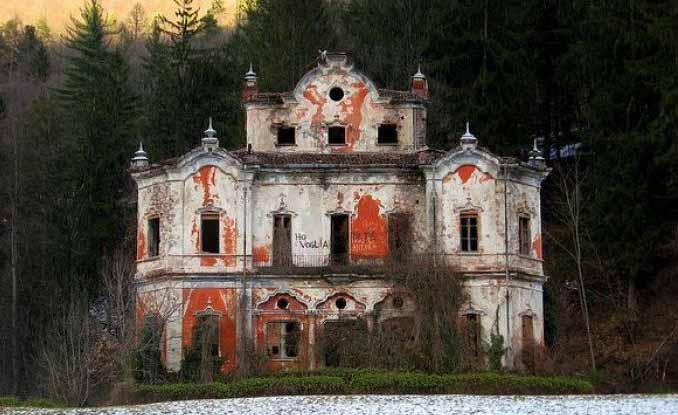 La casa pi infestata d 39 italia la casa rossa real mister x for Disegni di case abbandonate